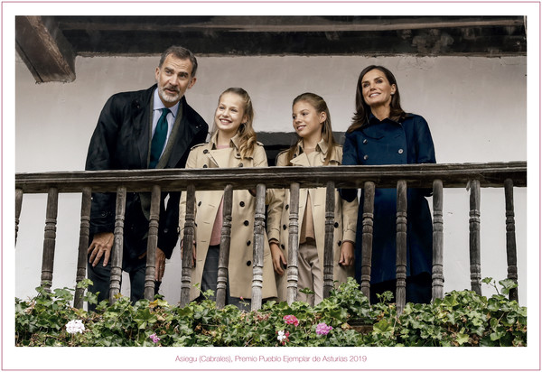 Spanish Royals Christmas Cards 2019 [handout image,photograph,photograph,people,social group,snapshot,photography,friendship,portrait,family,event,letizia,leonor,king,children,cards,spain,spanish,royals]