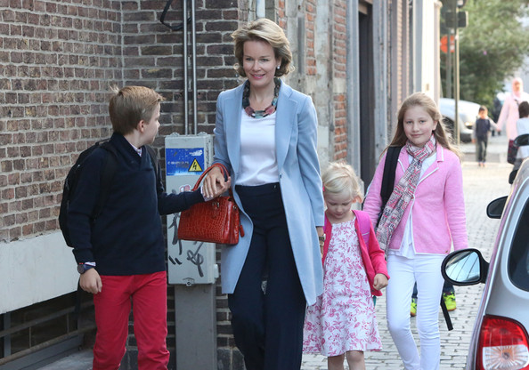 Queen+Mathilde+Queen+Mathilde+Belgium+brings+CdikInoUa_Ql.jpg