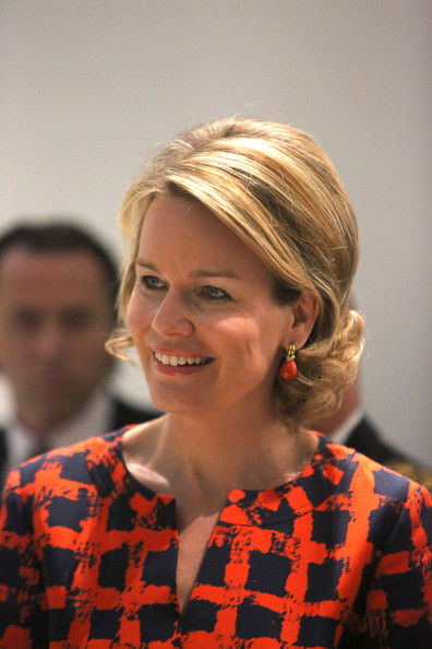 Queen Mathilde Visits the Louvre-Lens Museum [mathilde of belgium visits the exhibition : the europe of rubens,hair,face,hairstyle,chin,blond,smile,ear,bob cut,hair coloring,layered hair,queen,mathilde of belgium,louvre-lens museum,europe of rubens,lens,france,exhibition]