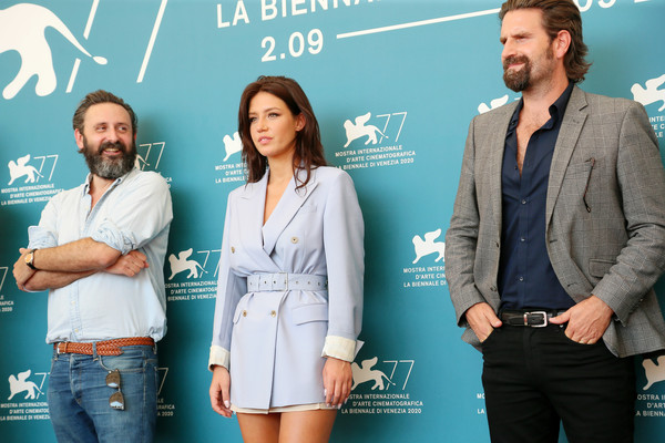 """Mandibules"" Photocall - The 77th Venice Film Festival [mandibules photocall - the 77th venice film festival,mandibules,premiere,event,white-collar worker,performance,advertising,adele ad\u00e3 \u0308le exarchopoulos,quentin dupieux,photocall,suit,turquoise,film festival,festival,77th venice film festival,public relations,venice,product,carpet,film festival,suit,festival,turquoise,public,venice film festival]"