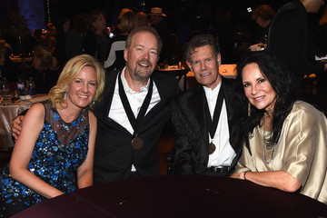 Randy Travis Country Music Hall of Fame and Museum Hosts Medallion Ceremony to Celebrate 2017 Hall of Fame Inductees