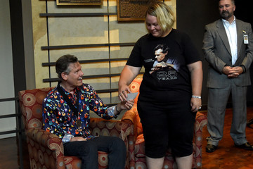 Randy Travis Country Music Hall of Fame and Museum Hosts Meet & Greet with Randy Travis
