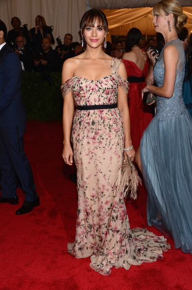 "Rashida Jones - NY: ""Schiaparelli And Prada: Impossible Conversations"" Costume Institute Gala"