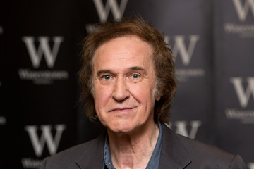 Ray Davies Ray Davies Signs Copies of His Autobiography
