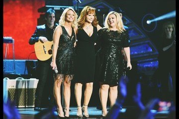 Reba McEntire Alternative Views of the American Country Countdown Awards