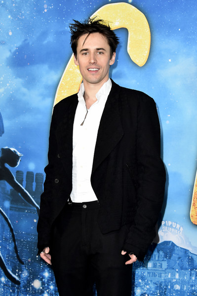 """""""Cats"""" World Premiere [cats,yellow,suit,formal wear,smile,tuxedo,electric blue,space,fictional character,blazer,style,reeve carney,alice tully hall,new york city,lincoln center,cats world premiere,world premiere]"""