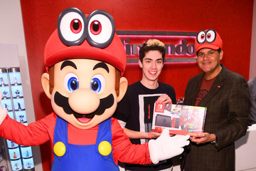 Reggie Fils-Aime Super Mario Odyssey Launch Event Co-Hosted by Jordan Fisher