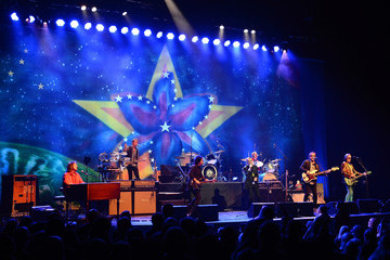 Richard Page Ringo Starr & His All-Starr Band Perform in Las Vegas