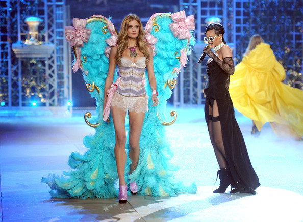 Rihanna Model Constance Jablonski (L) and Rihanna onstage during the 2012 Victoria's Secret Fashion Show at the Lexington Avenue Armory on November 7, 2012 in New York City.