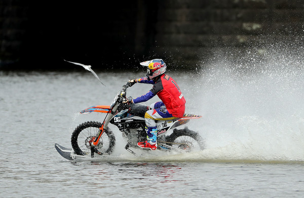 xXxTreme Yarra River Ride With Robbie Maddison