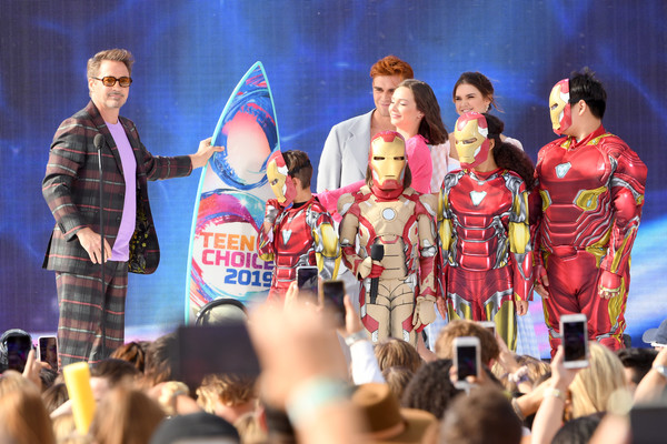 http://www3.pictures.zimbio.com/gi/Robert+Downey+Jr+FOX+Teen+Choice+Awards+2019+5UqzJzGYDrbl.jpg