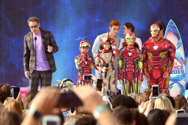 http://www3.pictures.zimbio.com/gi/Robert+Downey+Jr+FOX+Teen+Choice+Awards+2019+y6nJ6tnzvM5l.jpg