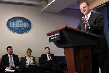 Bill Burton Robert Gibbs Briefs White House Press Corps