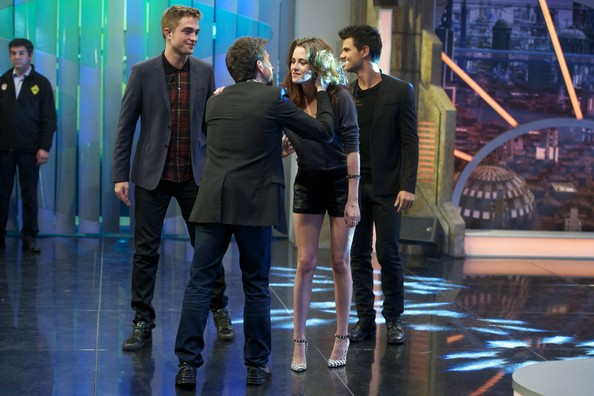 "(L-R) Robert Pattinson, Pablo Motos Kristen Stewart and Taylor Lautner attend ""El Hormiguero"" Tv show at Vertice Studio on November 15, 2012 in Madrid, Spain."