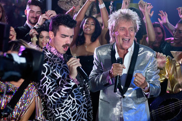 Rod Stewart Sir Rod Stewart and DNCE Perform from Las Vegas for the 2017 VMAs