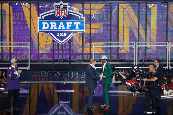 2018 NFL Draft [event,stage,advertising,games,roger goodell,lamar jackson,at t stadium,arlington,nfl,louisville,baltimore ravens,draft,talks,round]