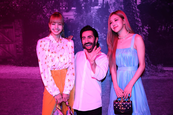 Mulberry A/W 18 Event - Seoul [performance,red,pink,purple,event,magenta,fashion,musical theatre,stage,performing arts,johnny coca,lisa,blackpink,singer rose,seoul,mulberry a,museum,mulberry,event,event]