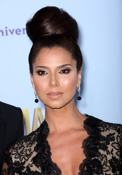 http://www3.pictures.zimbio.com/gi/Roselyn+Sanchez+2012+NCLR+ALMA+Awards+Arrivals+XbsfuctD0_Gl.jpg