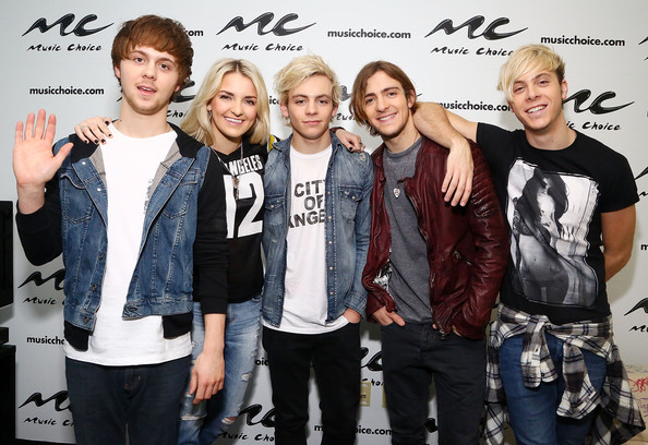 ross lynch and rocky lynch photos photos r5 visits music choice in