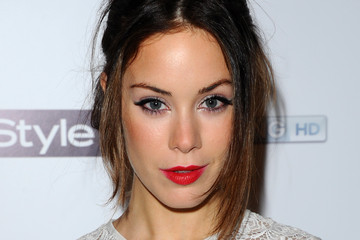Photo of Roxanne McKee and her 2017 clean make up style, products & tips