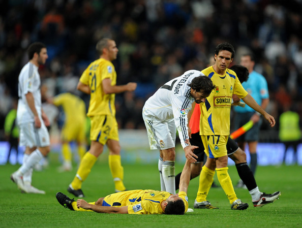 Real Madrid v AD Alcorcon - Copa del Rey [real madrid,ad alcorcon,team,player,sports equipment,team sport,ball game,football player,soccer player,sport venue,football,sports,soccer,leg match,round,end,copa del rey,ruud van nistelrooy,r,inigo lopez]