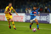 Lorenzo Insigne of SSC Napoli runs with the ball while challenged by Sergio Busquets of FC Barcelona during the UEFA Champions League round of 16 first leg match between SSC Napoli and FC Barcelona at Stadio San Paolo on February 25, 2020 in Naples, Italy.