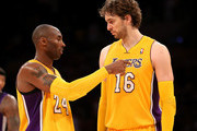 Kobe Bryant #24 and Pau Gasol #16 of the Los Angeles Lakers confer during the game with the Sacramento Kings at Staples Center on October 21, 2012 in Los Angeles, California. The Kings won 99-92.   NOTE TO USER: User expressly acknowledges and agrees that, by downloading and or using this photograph, User is consenting to the terms and conditions of the Getty Images License Agreement.