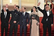 """(FromL) French producer and distributor Alexandre Mallet-Guy, Iranian actor Shahab Hosseini, Iranian director Asghar Farhadi, Iranian actress Taraneh Alidoosti and Iranian actor Babak Karimi wave as they arrive on May 21, 2016 for the screening of the film """"The Salesman (Forushande)"""" at the 69th Cannes Film Festival in Cannes, southern France.  / AFP / ALBERTO PIZZOLI"""