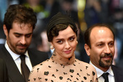 """(FromL) Iranian actor Shahab Hosseini, Iranian actress Taraneh Alidoosti and Iranian director Asghar Farhadi pose as they arrive on May 21, 2016 for the screening of the film """"The Salesman (Forushande)"""" at the 69th Cannes Film Festival in Cannes, southern France.  / AFP / ALBERTO PIZZOLI"""