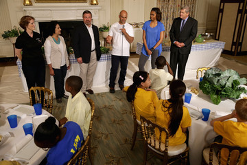 Sam Kass Michelle Obama Harvests Crops with Kids