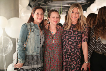Sarah Meyer Smartwater Sparkling Celebrates Jennifer Aniston and St Jude's Children's Hospital