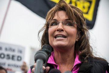 Sarah Palin Military Supporters Rally In Washington To Re-Open WWII Memorial