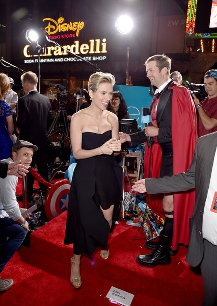Premiere Of Marvel's 'Avengers: Age Of Ultron' - Red Carpet [avengers: age of ultron,red carpet,event,carpet,premiere,red carpet,flooring,fictional character,costume,games,scarlett johansson,california,hollywood,dolby theatre,marvel,premiere]