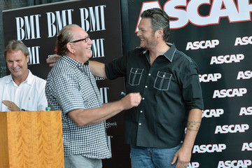 "Scott Hendricks Blake Shelton Celebrates No. 1 Hits ""Sure Would Be Cool If You Did"" And ""Over"" During The 2013 CMA Music Festival"