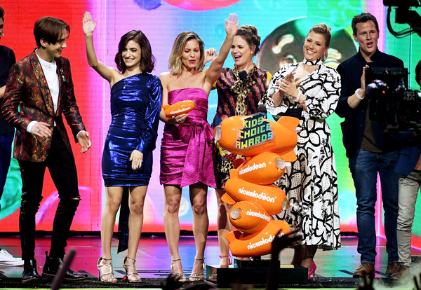 Nickelodeon's 2019 Kids' Choice Awards - Show [favorite funny tv show,fashion,fashion design,event,performance,musical,fashion model,talent show,competition,model,dress,soni bringas,michael campion,jodie sweetin,scott weinger,kids choice awards,award,l-r,nickelodeon,show]