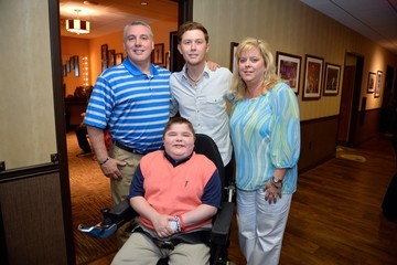 Scotty McCreery 2014 MDA Show Of Strength Telethon - Arrivals