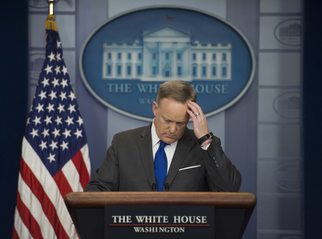 Sean Spicer Holds Daily Press Briefing At The White House ...
