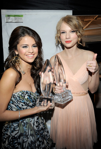 taylor swift 2011 photos. Selena Gomez and Taylor Swift