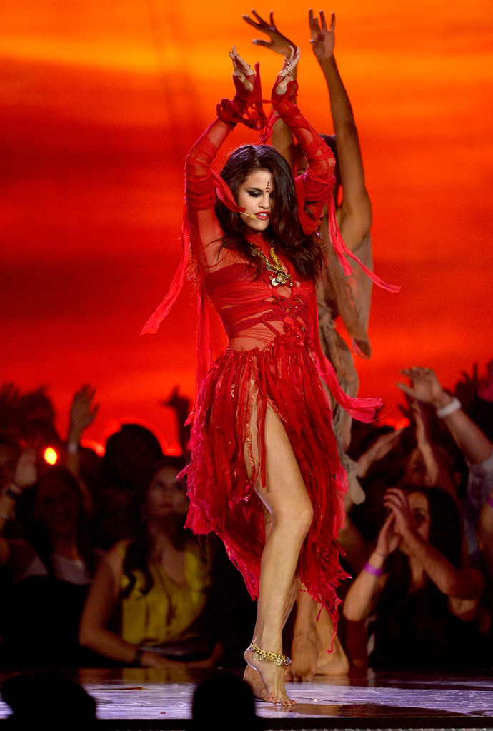 مـهـرجــــان 2013 Movie Awards Selena Gomez 2013 MTV Movie Awards Show K1hATEkGRX1x.jpg