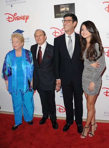 "Selena Gomez (L-R) Fulfillment Fund Co-Founders Cherna Gitnic and Dr. Gary Gitnic, .Honoree and Chairman, The Walt Disney Studios Rich Ross and singer/actress Selena Gomez arrive at The Fulfillment Fund's ""2011 Stars Gala"" held at The Beverly Hilton Hotel on November 1, 2011 in Beverly Hills, California."