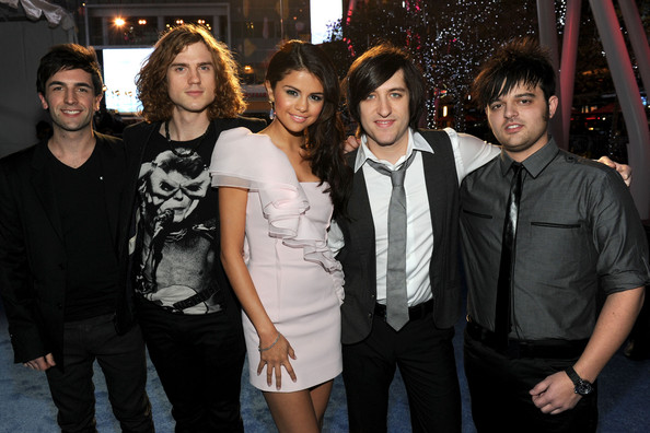 Selena Gomez and The Scene - 2011 People's Choice Awards - Red Carpet