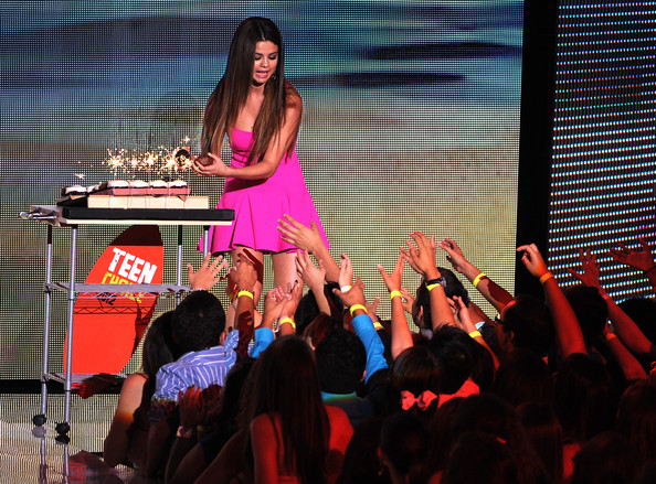 Selena Gomez - Teen Choice Awards 2012 - Show