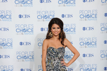 Selena Gomez 2011 People's Choice Awards - Press Room