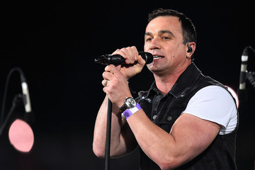 Shannon Noll NRL 1st Elimination Final - North Queensland v Brisbane