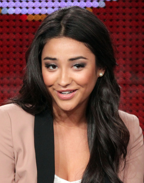 shay mitchell foto. Shay Mitchell Actress Shay