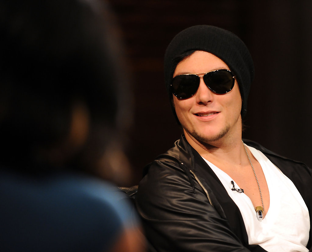 Synyster Gates Photos Photos - Shontelle And Flo Rida Visit
