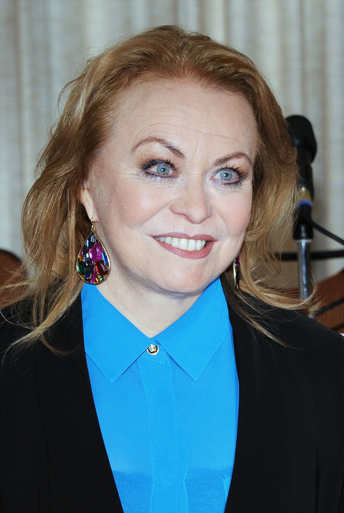Jacki Weaver Nude Photos 30