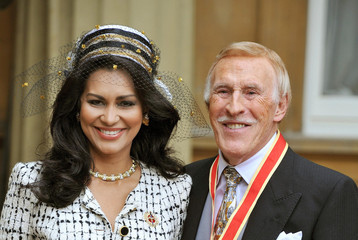 Wilnelia Forsyth Sir Bruce Forsyth Sir Bruce Forsyth Knighted At Buckingham Palace