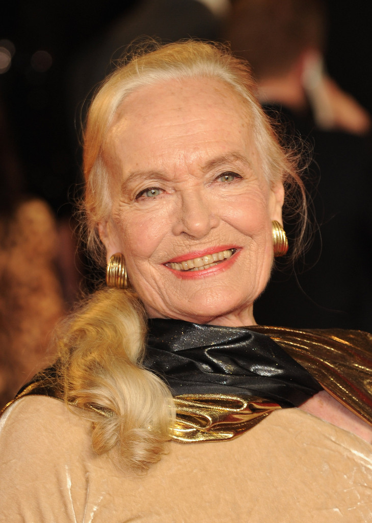 Shirley Eaton - Shirley Eaton Photos - Skyfall - Royal
