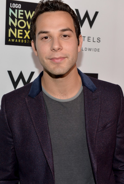 Skylar Astin Photos Photos - 2013 NewNowNext Awards ...